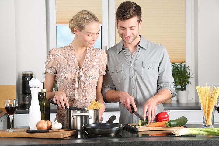 Jak pokochać gotowanie? Akcesoria kuchenne, które odmienią Twoją kuchnię!